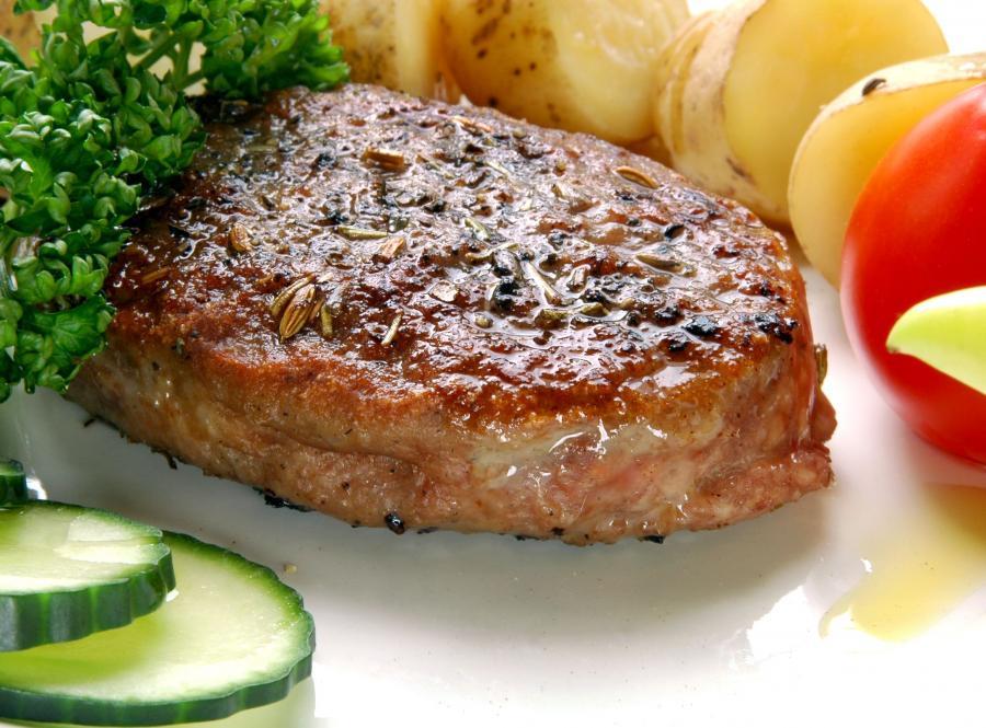 Za dużo czerwonego mięsa w diecie grozi wysokim poziomem cholesterolu