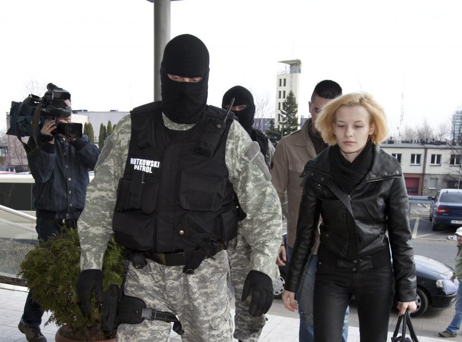 Katarzyna Waśniewska i Bartłomiej Waśniewski w drodze do prokuratury