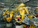 Produkcja przemysłowa tonie. Budowlanka na kolanach