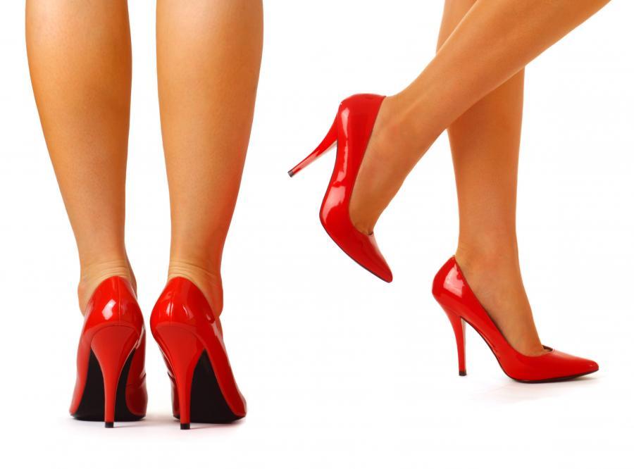 Kobiety w butach na wysokich obcasach