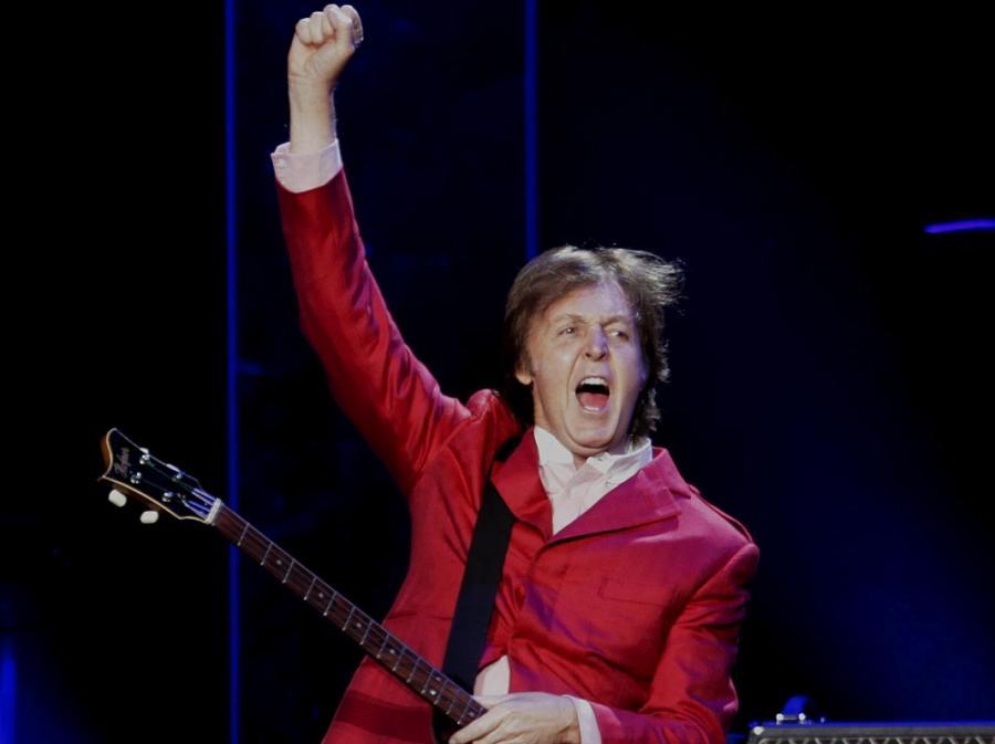 Paul McCartney podczas koncertu w Mexico City