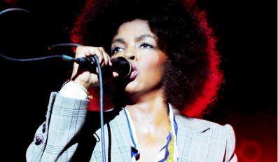 Lauryn Hill wraca na scenę i do studia