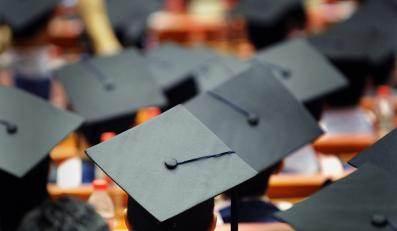 Absolewnci studiów - zdjęcie ilustracyjne