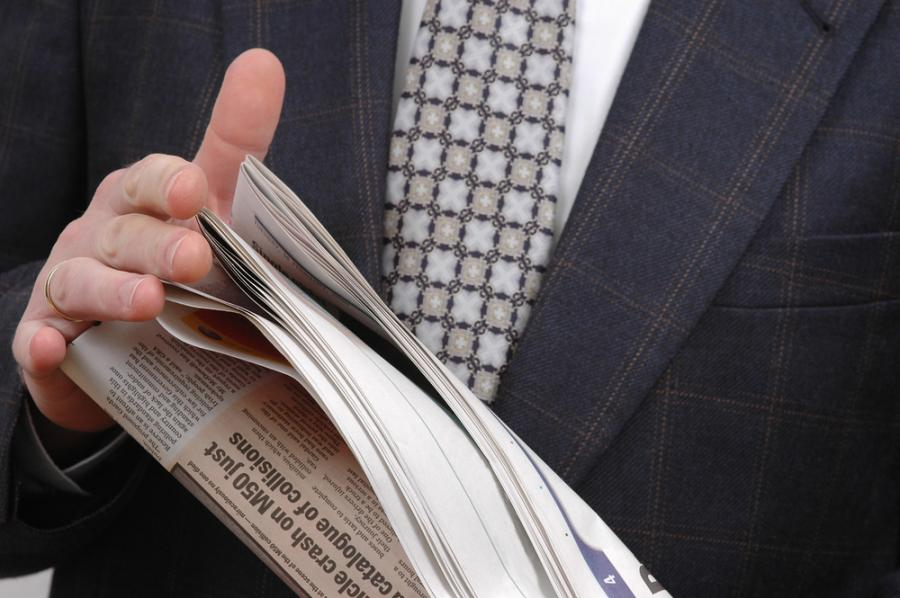1. Czytaj gazetę do góry nogami