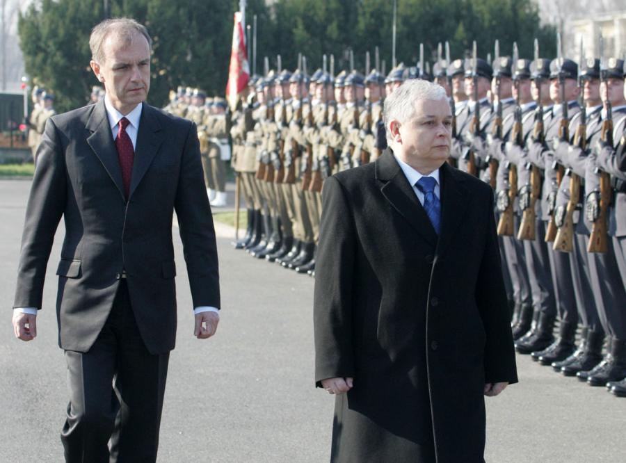 Kaczyński nie awansuje oficerów wskazanych przez rząd