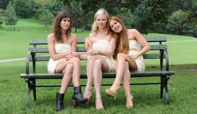 """Lizzy Caplan, Kirsten Dunst i Isla Fisher w komedii """"Wieczór panieński"""""""