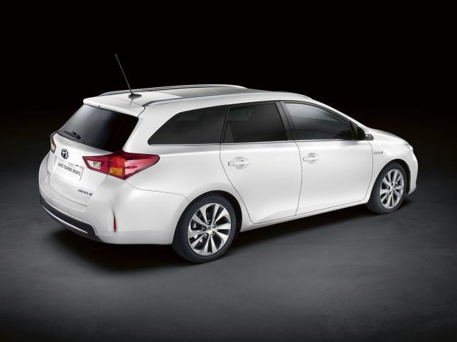 Zobacz nowe kombi Toyoty na pierwszych zdjęciach