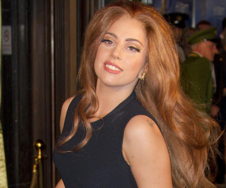 Lady GaGa świeci tyłkiem i zapowiada \