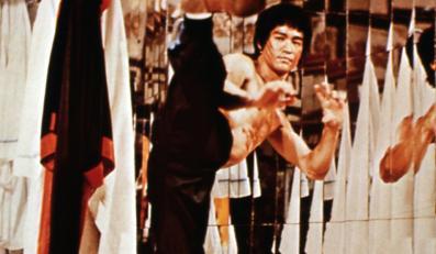 """Bruce Lee w filmie """"Wejście smoka"""""""