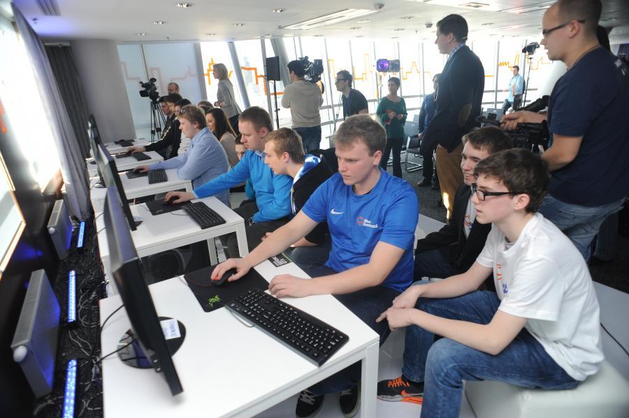 Młodzieżówka PO gra w SimCity