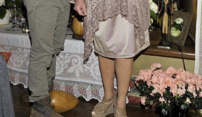 Zwiewna sukienka i ciężke buty Magdy Gessler