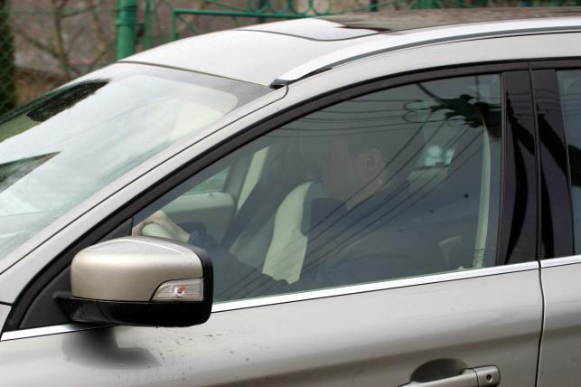 Sławomir Nowak sfotografowany za kierownicą nowego volvo XC60