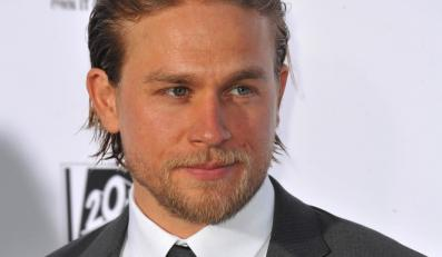 """Charlie Hunnam nie zagra w filmowych """"Pięćdziesięciu twarzach Greya"""""""