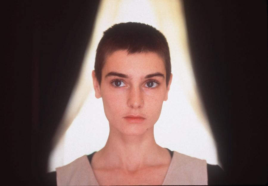 "2. Sinead O'Connor – ""Nothing Compares 2 U"" (z repertuaru Prince'a)"