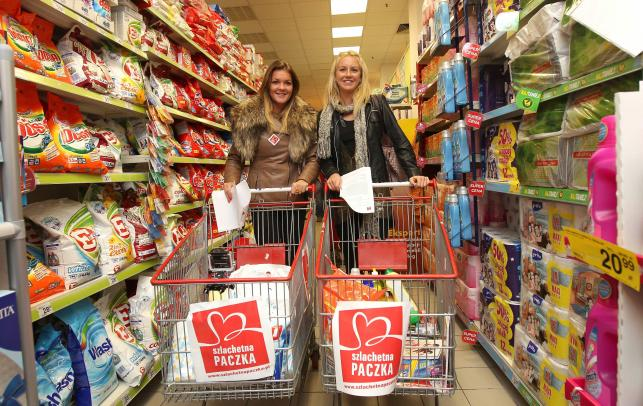 Siostry Radwańskie wybrały się na zakupy. Tym razem wspierały ubogich