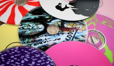 Dziesięć najlepiej sprzedających się albumów w sieci Amazon: