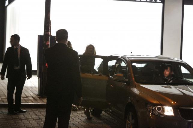 Małgorzata Tusk wsiada do limuzyny