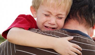 dziecko płacze płacz rodzic