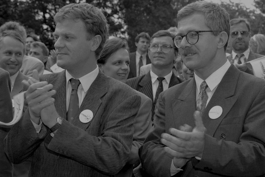 Rok 1993 - Donald Tusk i Jacek Merkel na konwencji wyborczej KLD