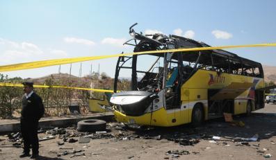 Zniszczony autobus w Egipcie