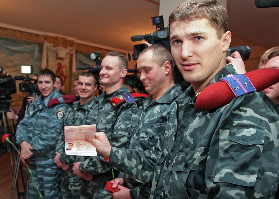 Funkcjonariusze Berkutu dostali rosyjskie paszporty