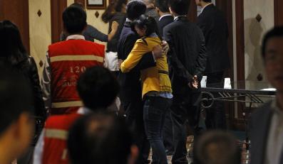 Rodziny pasażerów boeinga rozpaczają po tragedii