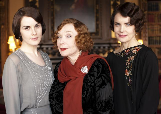 "Michele Dockery, Shirley MacLaine i Elizabeth McGovern w serialu ""Downton Abbey"""