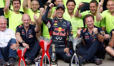 Daniel Ricciardo (w środku)