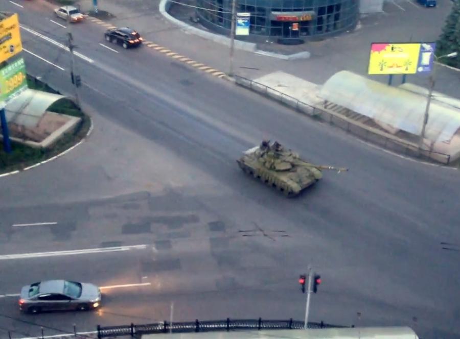 Rosyjskie czołgi na ulicach Doniecka