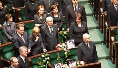 PiS usunęło zdjęcia zmarłcyh posłów. Czym je zastąpił?