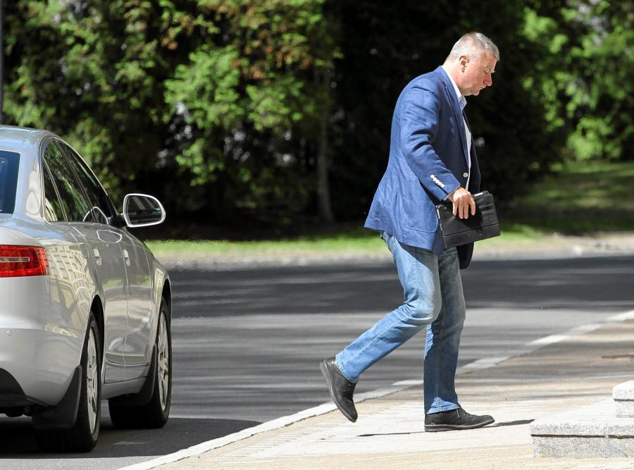 Paweł Graś wchodzi na posiedzenie rządu