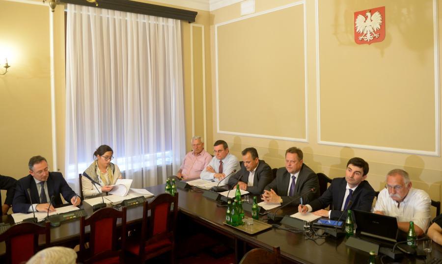 Minister spraw wewnętrznych Bartłomiej Sienkiewicz uczestniczy w posiedzeniu sejmowej komisji spraw wewnętrznych