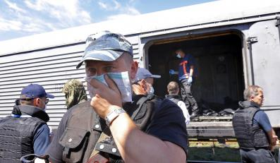 Pociąg z chłodniami, w których umieszczano ciała ofiar katastrofy malezyjskiego samolotu