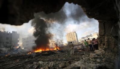 Skutki izraelskiego bombardowania miasta Al Tufah we wschodniej części Strefy Gazy