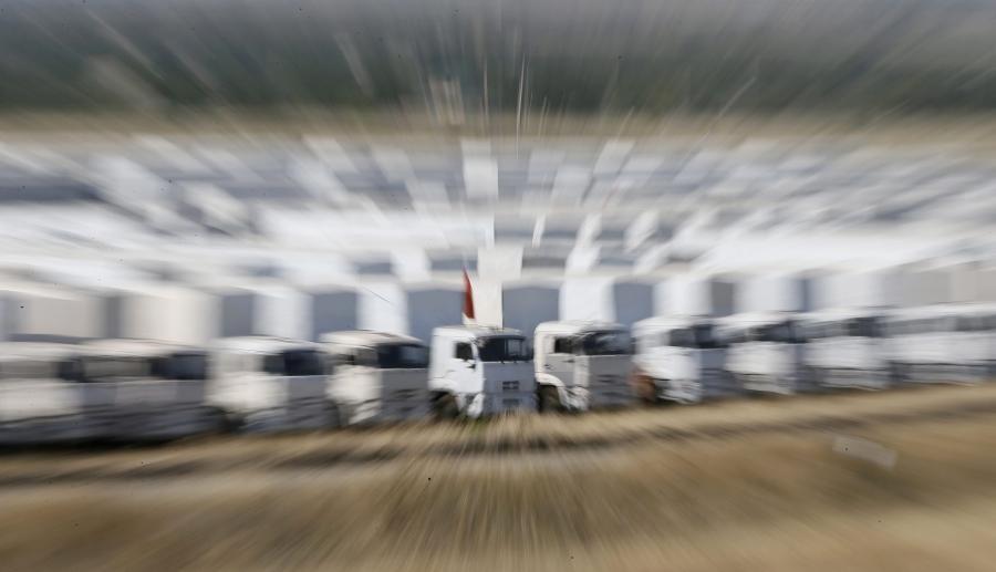Biały konwój czeka na wjazd na Ukrainę