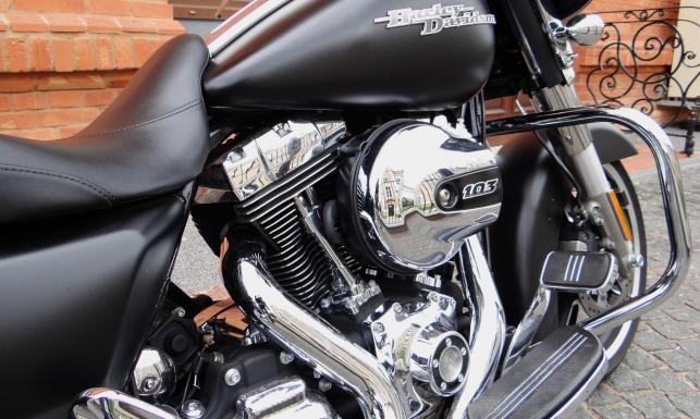 Oto bestia, która pożera japońskie zabawki. Harley-Davidson Street Glide. ZDJĘCIA