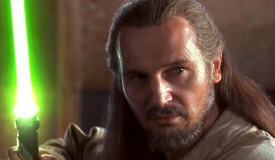 Liam Neeson jako Qui-Gon Jinn