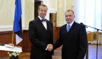 Eston Kohver (po prawej) i prezydent Estonii Toomas Hendrik Ilves