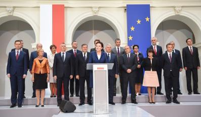 Członkowie nowego rządu podczas oficjalnego ogłoszenia składu rządu Ewy Kopacz