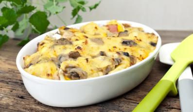 Zapiekanka z grzybami i żółtym serem