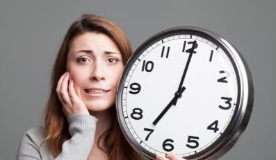 Kobieta z zegarem