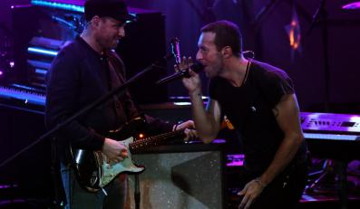 Chris Martin i Coldplay podczas występu na MTV Video Music Awards Japan