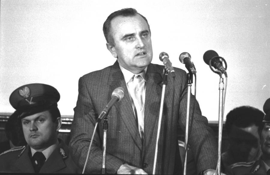 Oskarżony płk Adam Pietruszka (zast. dyrektora Departamentu IV MSW) przed Sądem Wojewódzkim w Toruniu