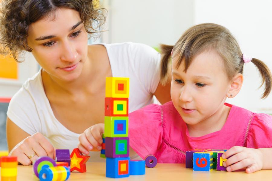 Zabawa matki z dzieckiem