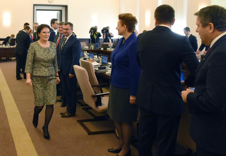 Premier Ewa Kopacz na posiedzeniu rządu