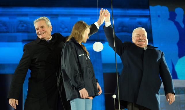Wałęsa, Gorbaczow i Merkel. Tak Berlin uczcił rocznicę upadku muru