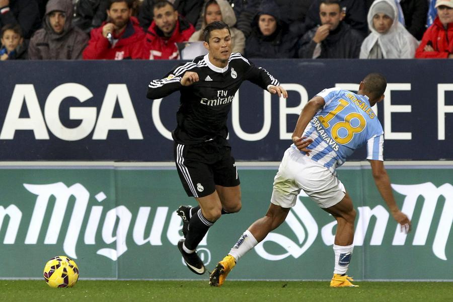 Cristiano Ronaldo (w czarnym stroju)