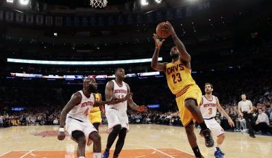 LeBron James (z piłką)