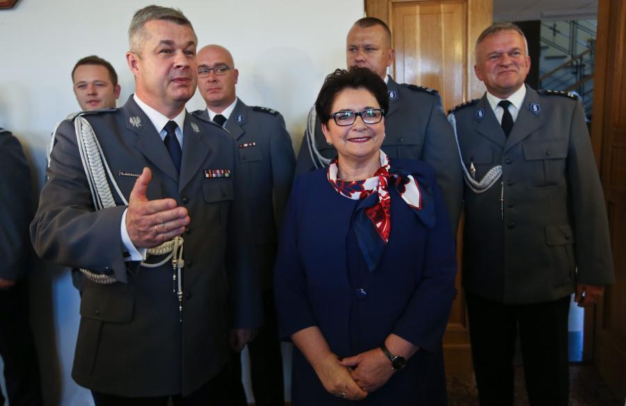 Komendant główny policji inspektor generalny Marek Działoszyński i minister spraw wewnętrznych Teresa Piotrowska w Komendzie Głównej Policji w Warszawie