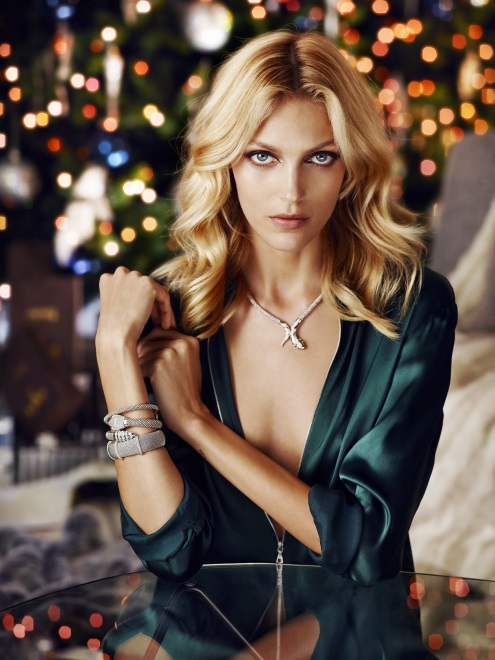 Anja Rubik w świątecznej sesji Apart 2014
